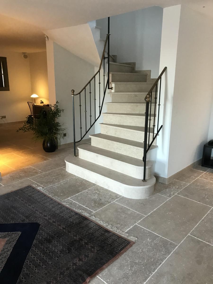 Photo Escalier 1/4 tournant en pierre naturelle
