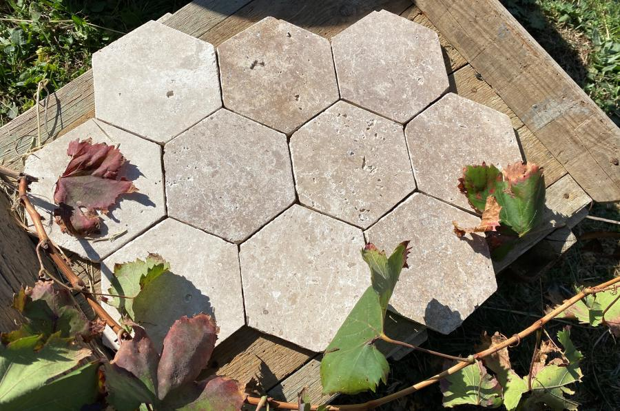 Photo Travertin intérieur carrelage pierre en tomette hexagonale