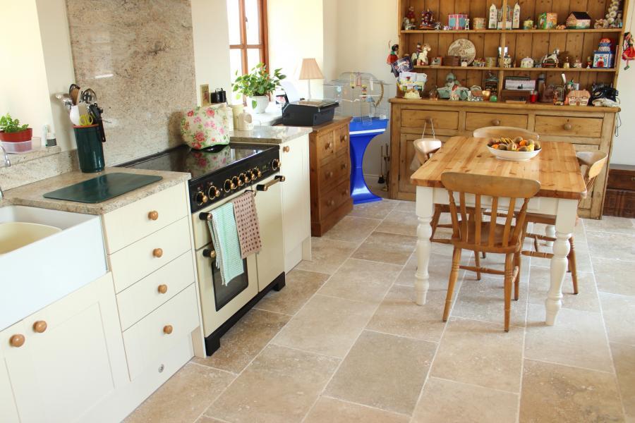 Photo Carrelage intérieur cuisine en Travertin