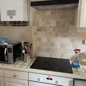 Photo Travertin Classic Light Mix pour intérieur dans la cuisine sol et mur