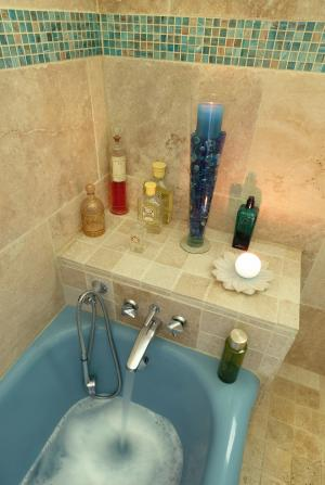 Photo Travertin en parement mural salle de bain en 61x40,6cm, épaisseur 1,2cm