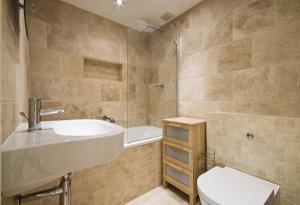 Photo Travertin Light Mix pour salle de bain sol et mur